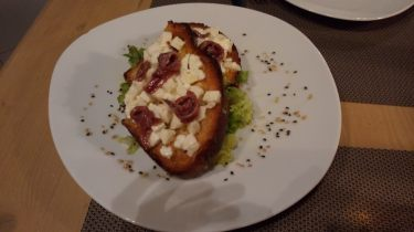 Brischetta con alici e mozzarella